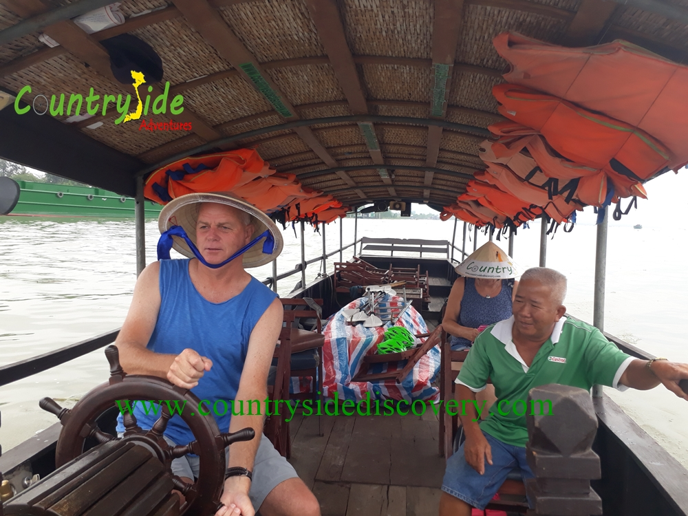 MEKONG COUNTRYSIDE BY BIKE  & BOAT -O1 DAY