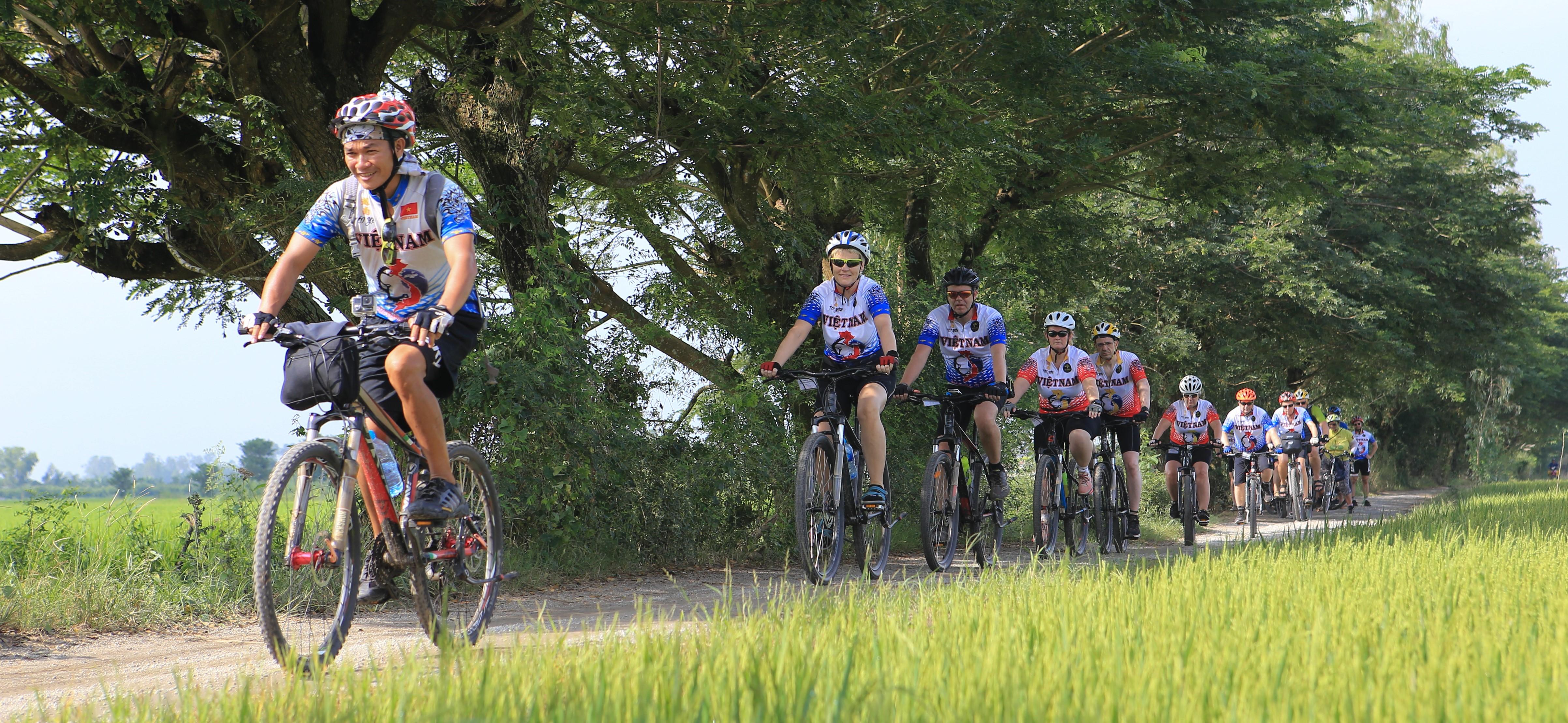 CYCLING FROM ANGKOK TO SAIGON
