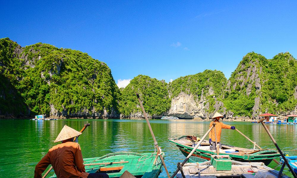 Vietnam-kayaking-halong-bay