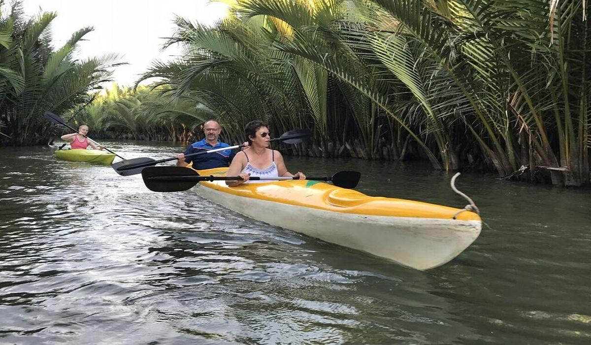 Kayaking-Vietnam